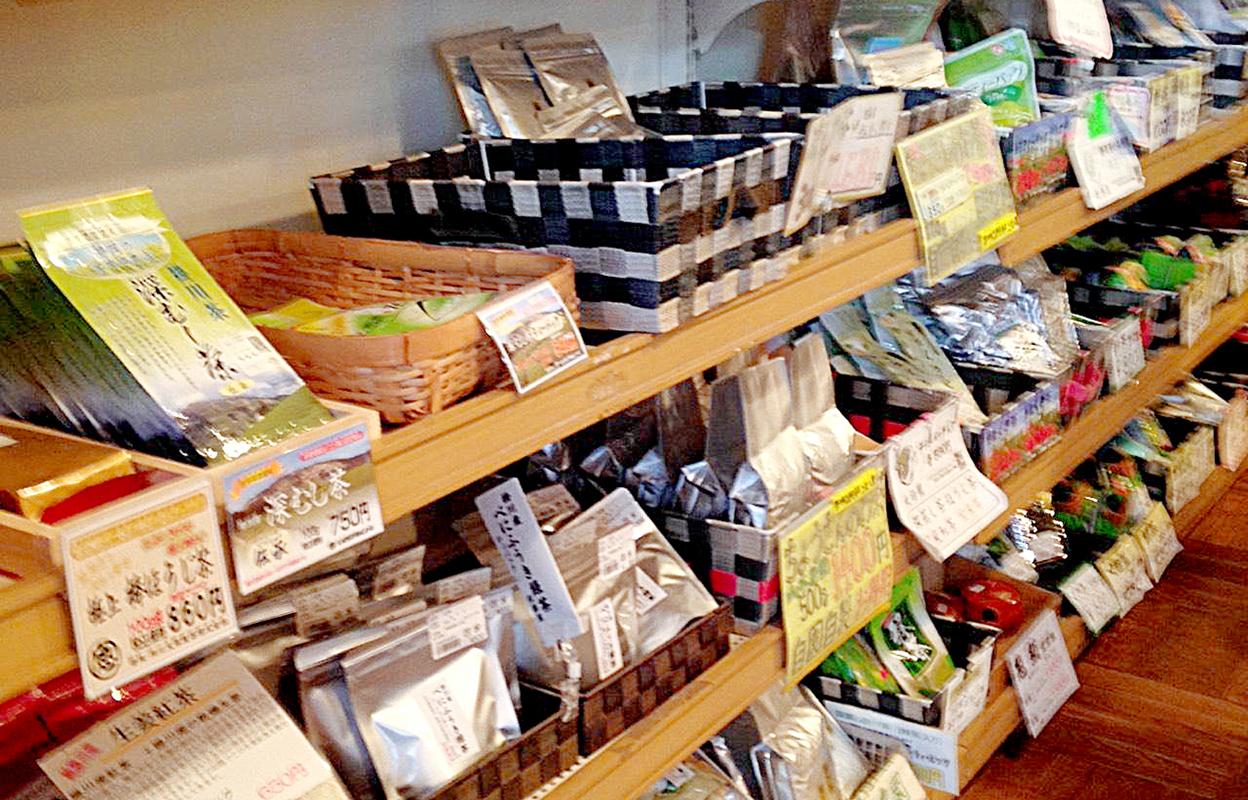道の駅 掛川に並ぶお茶