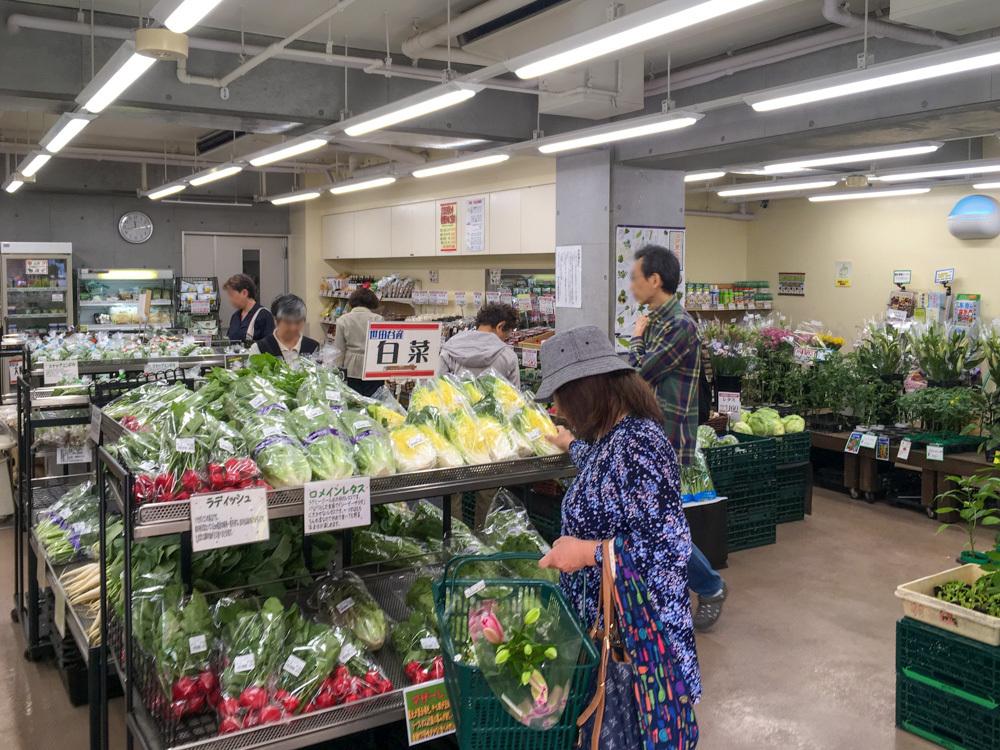 ファーマーズマーケット 千歳烏山の店内